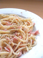 Pasta with ham, chicken and cheese