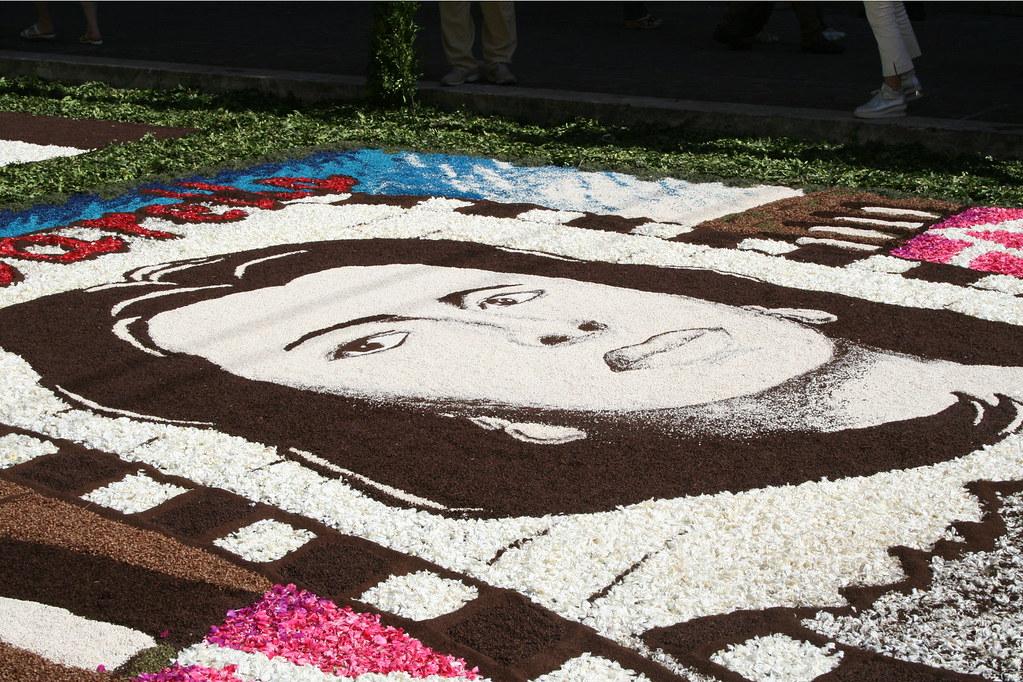 2581129522 40d3fdcf08 b Infiorata – the Italian flower festival in Genzano [35 Pics]