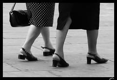 Passi d'argento (conte_granata) Tags: torino piazza castello camminare anziane