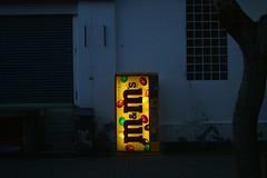 Light in the Darkness (binaryCoco) Tags: light yellow contrast dark licht mms nacht chocolate vendingmachine glowing kontrast schokolade automat dunkelheit glühen cmwdyellow thebestyellow süsigkeiten glocalproject mundms