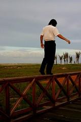 Equilbrio (Fabiana Velso) Tags: praia pier pessoa cu homem equilbrio equilibrar fabianavelso