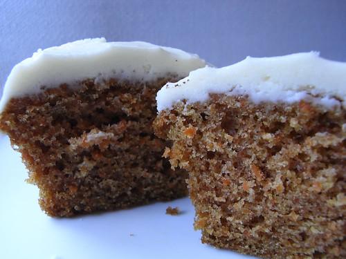 07-22 carrot cake cupcake
