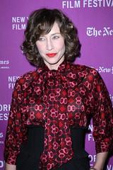 Red_patterend__Vera_Farmiga__NEW_YORK_FILM_FESTIVAL__Opening_Night__THE_DARJEELING_LIMITED__64629_VeraFarmiga280907004_122_377lo (tuxedoDE) Tags: blouse tieneck