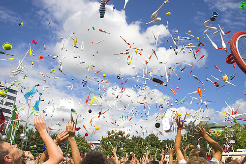 W taki sposób tradycyjnie kończą się festiwale żonglerskie.