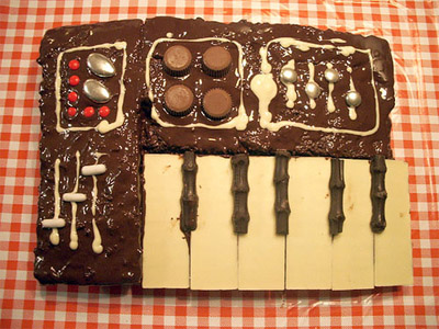 Birthday synth cake