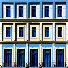 Geometrie coloniali (Isco72) Tags: blue windows building lines yellow architecture geometry blu edificio cuba symmetry panasonic giallo azzurro soe architettura simmetria geometria lahabana finestre ogm linee blueribbonwinner lavana artisticexpression opl gialloblu gelbblau passionphotography mywinners ultimateshot infinestyle jaunebleu fz18 betterthangood dmcfz18 amarilloazul multimegashot artedellafoto isco72 goldenart phvalue noalbloqueo jellowblue francescopallante themonalisasmile imagesforthelittleprince worldsartgallery