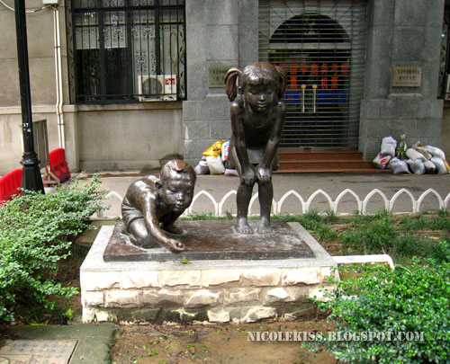 playing kids statue 2