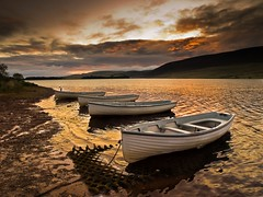 Four Boats (jamalrob) Tags: sunrise boats dawn scotland olympus reservoir zuiko pentlands e510 1260 threipmuir