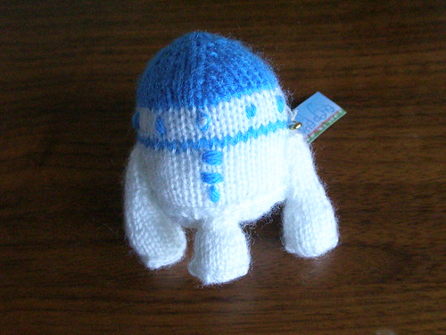 Knitted R2-D2