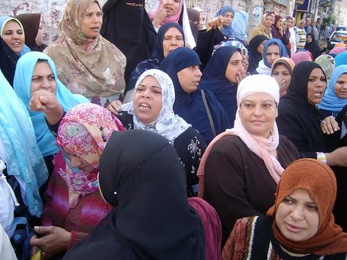 الوقفة الاحتجاجية لعمال غزل المحلة by jornalist & blogger Kareem el-Behirey صحÙÙ.