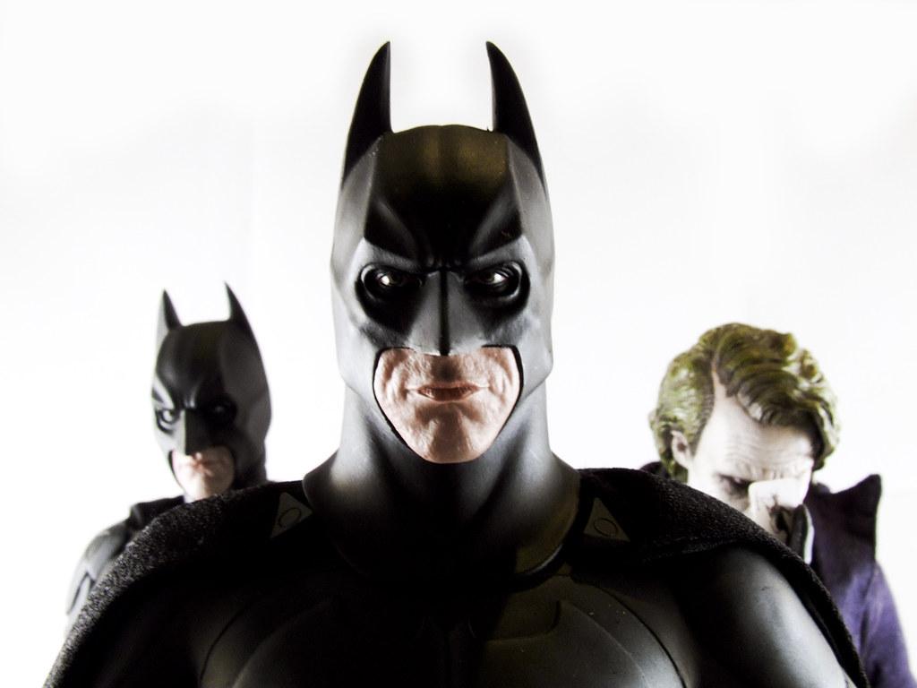The Dark Knight - 1/6th scale BATMAN (Original Costume,)  Batman (The Dark Knight version) & The JOKER collectible figures (36)