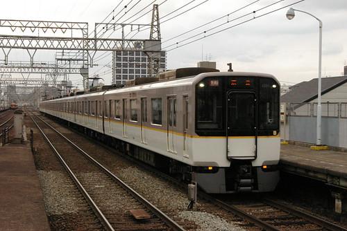 Kintetsu5820series in Imazato,Osaka,Osaka,Japan 2008/11/29