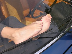 barefeet on dashboard 0013 (klaudiath13) Tags: auto feet car barefoot barefeet dashboard fsse barfus