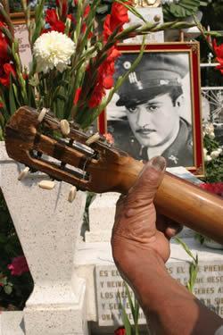 Primera lápida de Pedro Infante