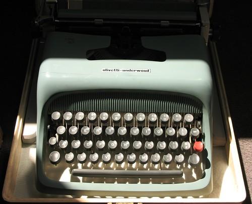"""Olivetti-Underwood Studio 44, aka """"Zsa Zsa"""" c. 1965"""