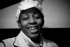 Sonriendo (noalsilencio) Tags: bn retratos negra cocinera afrocolombiana gentebogotana