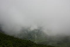 雲の切れ間からのぞく沢筋