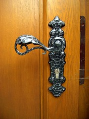 Visiting Luxembourg (samdessordi) Tags: doorknob porta luxembourg fechadura luxemburgo maaneta tramela