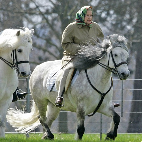 QUEEN RIDING WINDSOR