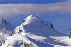 pollux (Ron Layters) Tags: mountain snow clouds geotagged switzerland twins pentax peak slide bluesky glacier velvia transparency summit zermatt fujichrome wallis valais pollux zwillinge pentaxmz10 polluce mountainsalps elevation40004500m ronlayters slidefilmthenscanned 4092m unature unaturefav monterosamassif summitpollux altitude4092m geo:lat=45928349 geo:lon=7783813