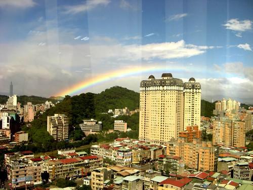 你拍攝的 2008.10.16 下午短暫卻絢爛的彩虹。
