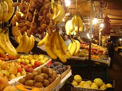 March Couvert - Market - Mda (intasko) Tags: voyage trip light food color fruit landscape algeria yummy market vegetable lumiere marchandise banane algerie veg mercato march medea legume pomme datte