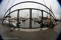 Puerta al mediterraneo (Berts @idar) Tags: puerto fisheye embarcadero vacaciones crucero peleng palmademallorca ojodepez paseomarítimo islasbaleares espaa peleng8mmfisheye canoneos400ddigital paseomartimo pendientesdeetiquetar