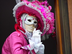 Chut.... (blogspfastatt) Tags: carnival venice color colour beauty costume nice colorful colours fiesta mask parade carnaval colourful venise carnevale venezia couleur masque farben chut venitien veneto kolor venicia costium pfastatt mywinners rosheim charmbeautypeoplesociety theperfectphotographer winnr blogspfastatt