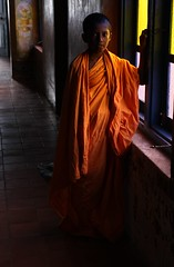 The Little Monk (Gwenal Piaser) Tags: orange window canon temple eos march monk buddhism sri lanka 600 400 getty srilanka ceylon 300 500 700 canoneos 2009 1740mm canonef1740mmf4lusm 1000 50d ceylan ef1740mmf4lusm dodanduwa eos50d canoneos50d aplusphoto platinumheartaward unlimitedphotos thelightandtheaperture gwenflickr