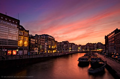 Glorious dusk at Amsterdam (Salva del Saz) Tags: sunset sky holland water netherlands amsterdam canon eos raw angle dusk wide filter lee single ultra 1022mm channel 1022 efs1022mm singleraw 40d salvadordelsaz salvadelsaz 06gnd 09gnd
