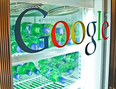 A Google 貼牌冰箱(Google Refrigerator)is good for Google Communities