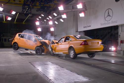 mercedes benz crash test