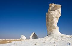 Finger (Monika Ostermann) Tags: blue vacation sky white holiday nature rock landscape sand holidays desert natur egypt himmel bluesky blau weiss gypten wste felsen whitedesert wolkenlos blueribbonwinner blauerhimmerl weissewste monikaostermann