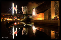 Museo Guggenhelm (Miguel J.R.) Tags: espaa puente nikon bilbao nocturna museo salve principe bigmomma d40 babymomma flickraward a3b 6retos6 guggenhelm fotonocturna230908 flickrnoctambulant tff1