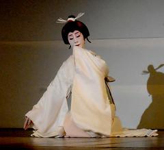 Tsunekazu (fuyou-hime) Tags: maiko geiko geisha kimono obi gion odori kitsuke higashi tsunekazu hikizuri