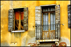 Windows Vista (Fabio Trifoni) Tags: street venice italy holiday italia venezia finestre windowsvista dragonsdanger