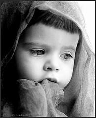 [everyday is a Child's Day] (lia costa carvalho) Tags: portrait bw child pb lg ensaiofotogrfico edio luzdejanela direcodefotografia workshopliacostacarvalho liacostacarvalho acervoanalgico