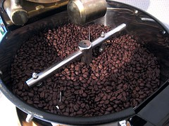 Organic Peruvian Chanchamayo (Kayakman) Tags: test coffee canon beans hungary budapest roasting arabica coffeebeans magyarorszg budapest1 coffeeroasting kv