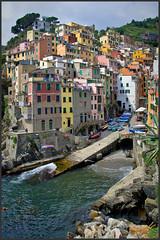 Riomaggiore (Maclobster) Tags: italy terre cinque riomaggiore