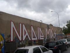 nadie más (nadie en campaña) Tags: barcelona blanco graffiti rojo más nadie rodillo