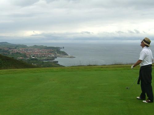 Golfing over Llanes