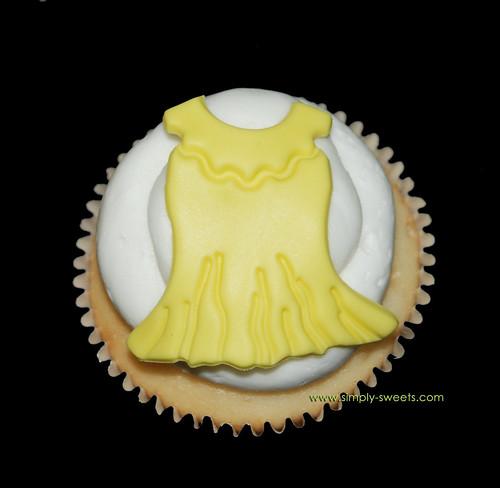 Baby dress cupcake