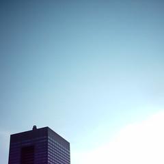 【写真】ミニデジで撮影したビルの頭