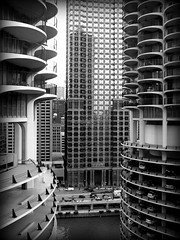 Peek a boo view (bOw_phOto) Tags: city urban chicago architecture river chicagoriver minolota marinatowers bertrandgoldberg dimage7i blackwhiteaward