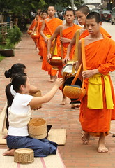 novices in Luang Prabang (detengase) Tags: orange colour feet boys colors canon eos asia asien southeastasia prayer religion culture monk buddhism unesco monks barefoot tradition laos luangprabang offerings alms moine louangphrabang novices northernlaos theravadabuddhism