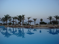 Un attimo di pace (VALERIOS1) Tags: piscina pace sharm riflesso blueribbonwinner spiritofphotography