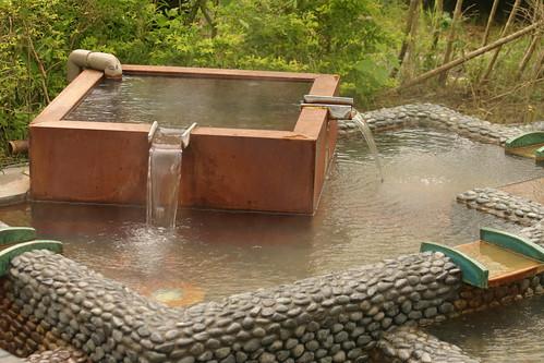 你拍攝的 湯圍溝公園:溫泉水15分出來一次:燙。