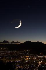 Luna Venere e Giove su Palermo (lorca56) Tags: moon italia venus luna sicily astronomy jupiter palermo astronomia sicilia venere stelle pianeti giove conjunction 5photosaday abigfave congiunzione canoniani regionalgeographicsicilia rgsstreetphotography rgspaesaggiourbano bestflickrphotography