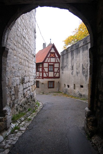 Entering Schloss Harburg
