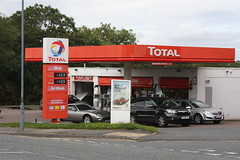 Total, Scarborough North Yorkshire. (EYBusman) Tags: road station nissan gulf yorkshire dcc gas gb service scarborough petrol gasoline total mills esso primera filling stations scalby olis eybusman